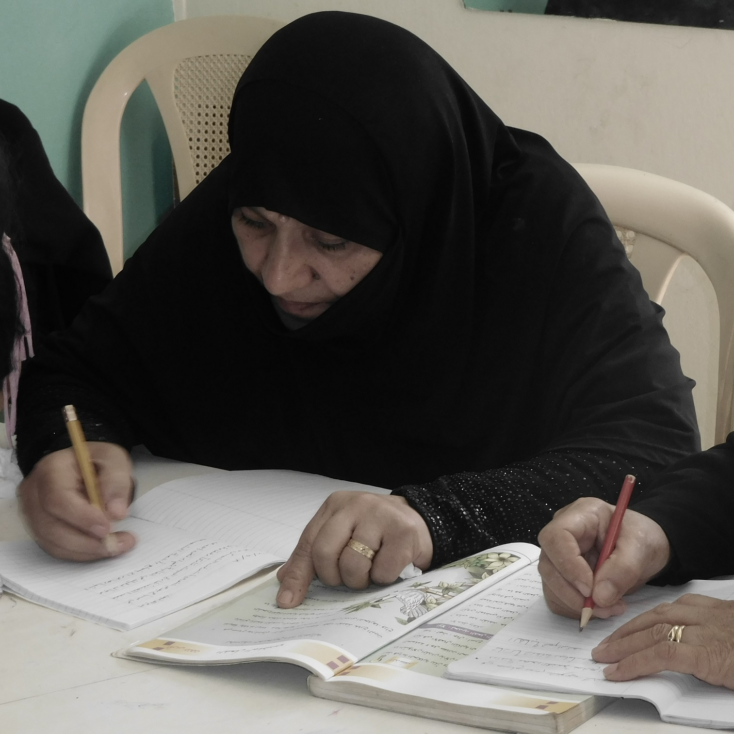 Syrian mother learns literacy in Lebanon